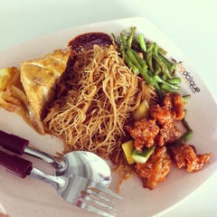 Photo taken at Munch (Canteen 1) by Jaynee L. on 11/5/2012