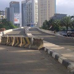 Photo taken at Jalan Layang Non Tol Kp. Melayu - Tanah Abang by S u t j i p t o on 3/11/2013
