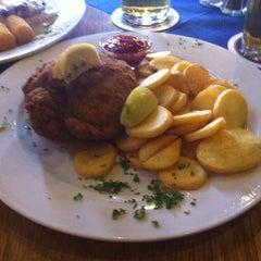 Photo taken at Schnitzel's by Karola M.K. on 8/24/2014