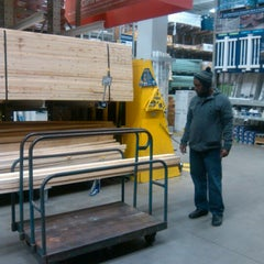 Photo taken at Lowe's Home Improvement by Phedra on 11/24/2012