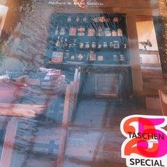 Photo taken at Librería Contrapunto by Paula on 8/11/2013