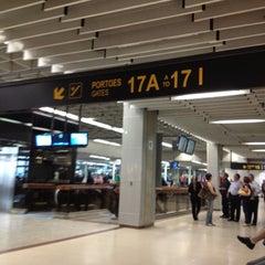 Photo taken at Portão 17A / 17B / 17C by Rafael C. on 9/24/2012