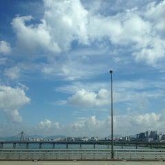 Photo taken at 잠실대교 (Jamsil Bridge) by Soo Hyeong L. on 9/25/2013