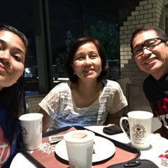 Photo taken at The Coffee Bean & Tea Leaf by Jhen on 6/17/2015