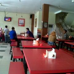 Photo taken at Rumah Makan (RM) Bemo by toni n. on 5/12/2013