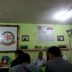 Photo taken at Spesial Belut Surabaya H. Poer by Yodi S. on 4/27/2014
