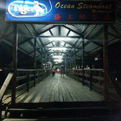 Photo taken at Ocean Steamboat Restaurant 海上鍋餐廳 by MohamedAzmi Jimmy R. on 6/18/2014