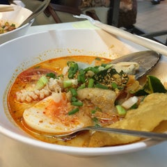 Photo taken at หมี่ฝ้าน (Meefan) by WynnE Y. on 9/20/2015