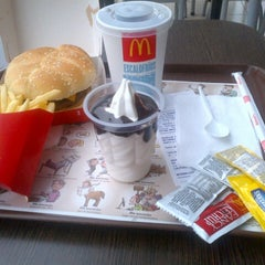 Photo taken at Mc Donald's by Gustavo S. on 7/8/2013