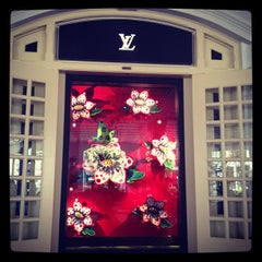 Photo taken at Louis Vuitton by @justbeingarlyn on 11/4/2012