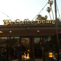 Photo taken at The Coffee Bean & Tea Leaf® by Berto M. on 12/7/2012