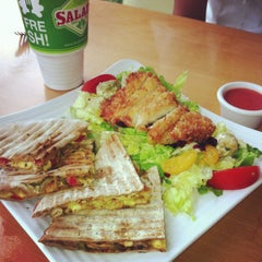 Photo taken at Super Salads by Aide C. on 6/3/2013