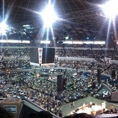 Photo taken at SMART Araneta Coliseum by Jeiel A. on 4/20/2013