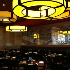 Photo taken at P.F. Chang's Asian Restaurant by Yvonne K. on 11/28/2012