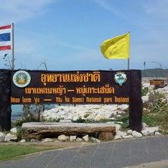 Photo taken at เขาแหลมหญ้า ระยอง by yingnakra s. on 6/6/2012