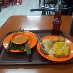 Photo taken at Pempek Gaby Stasiun Bekasi by Andy Arief S. on 10/20/2012