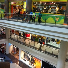 Photo taken at Robinsons Place Manila by Honey Rhoriz A. on 6/14/2013