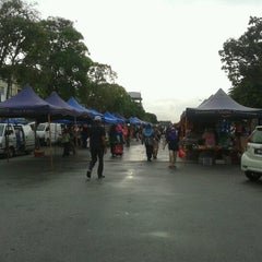 Photo taken at Pasar Malam Taman Andalas by Jessica C. on 10/6/2012