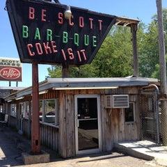 Photo taken at B.E. Scott's BBQ by Emily R. on 5/3/2014