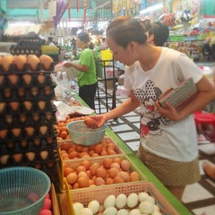 Photo taken at ตลาดประชานิเวศน์ 1 (Pracha Niwet 1 Market) by Kittiphong B. on 4/27/2013