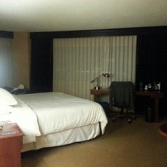 Photo taken at Hilton Meadowlands by Diana K. on 10/14/2013