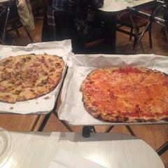 Photo taken at Frank Pepe Pizzeria Napoletana by Debra S. on 2/27/2016