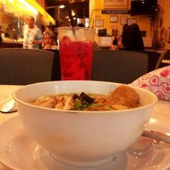 Photo taken at Frenz Hotel & ZamZam Restaurant by Farahain K. on 3/24/2013