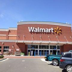 Photo taken at Walmart Supercenter by Marúsia F. on 4/14/2013