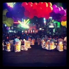 Photo taken at ตลาดแฮ๊ปปี้แลนด์ (Happyland Market) by Chalermchatri Y. on 1/19/2013