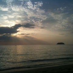 Photo taken at Siam Beach Resort Koh Chang by Роман М. on 10/27/2012