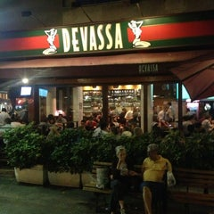 Photo taken at Cervejaria Devassa by LELEU F. on 2/7/2013