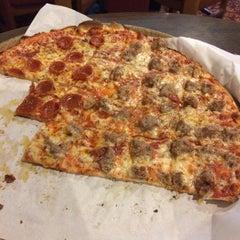 Photo taken at Frank's Pizza Palace by JASON F. on 9/7/2014