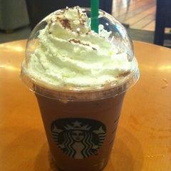 Photo taken at Starbucks (สตาร์บัคส์) by ╭♥ŠůÞ。Ÿ⭕♥╮ Ÿ. on 9/28/2012