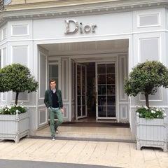 Das Foto wurde bei Christian Dior von Rob v. am 5/10/2013 aufgenommen