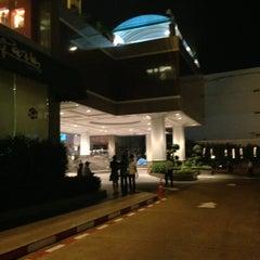 Photo taken at Chaophya Park Hotel (โรงแรมเจ้าพระยาปาร์ค) by Por L. on 1/9/2013