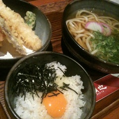 Photo taken at さぬきうどん専門店 讃也 by Yongs Y. on 7/17/2013