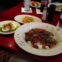 Photo taken at Lucky 32 Southern Kitchen by Ken T. on 1/31/2013