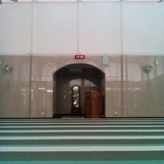Photo taken at Masjid Al-Maghfirah by Ynos A. on 1/9/2015