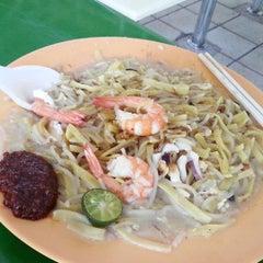 Photo taken at Bukit Timah Market & Food Centre by Siew Nah on 5/18/2013