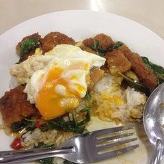 Photo taken at โรงอาหารอาคารมหิตลาธิเบศร (Mahit. Bldg. Canteen) by Fark_Fa on 10/12/2015