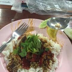 Photo taken at King Mongkut's Food Center by Tawan N. on 10/28/2015