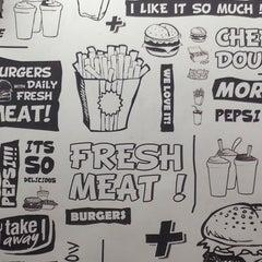Foto tomada en Burger Land por NiLOoKan el 7/8/2013
