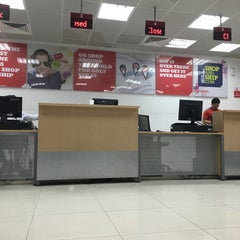 Photo taken at Aramex | ارامكس by Houweida T. on 11/10/2015