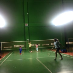 Photo taken at สนามแบดมินตัน The 18 Court by จิรชน ต. on 1/2/2015