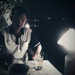 Photo taken at ร้านชมลม @ ถ.ติวานนท์ เลี่ยงเมือง by Nanzy on 12/16/2012