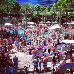 Photo taken at Rehab Pool Party by Ben d. on 4/28/2013