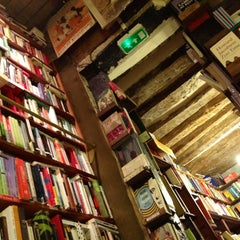 Photo taken at Shakespeare & Company by Krzysiek Ś. on 10/27/2012