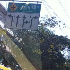 Photo taken at แยกลำสาลี (Lam Sali Intersection) by Ezio H. on 1/22/2011