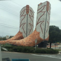 Photo taken at World's Largest Cowboy Boots by Becky D. on 11/13/2014