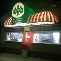 Photo taken at Rita's Italian Ice by Shannon Y. on 9/22/2014